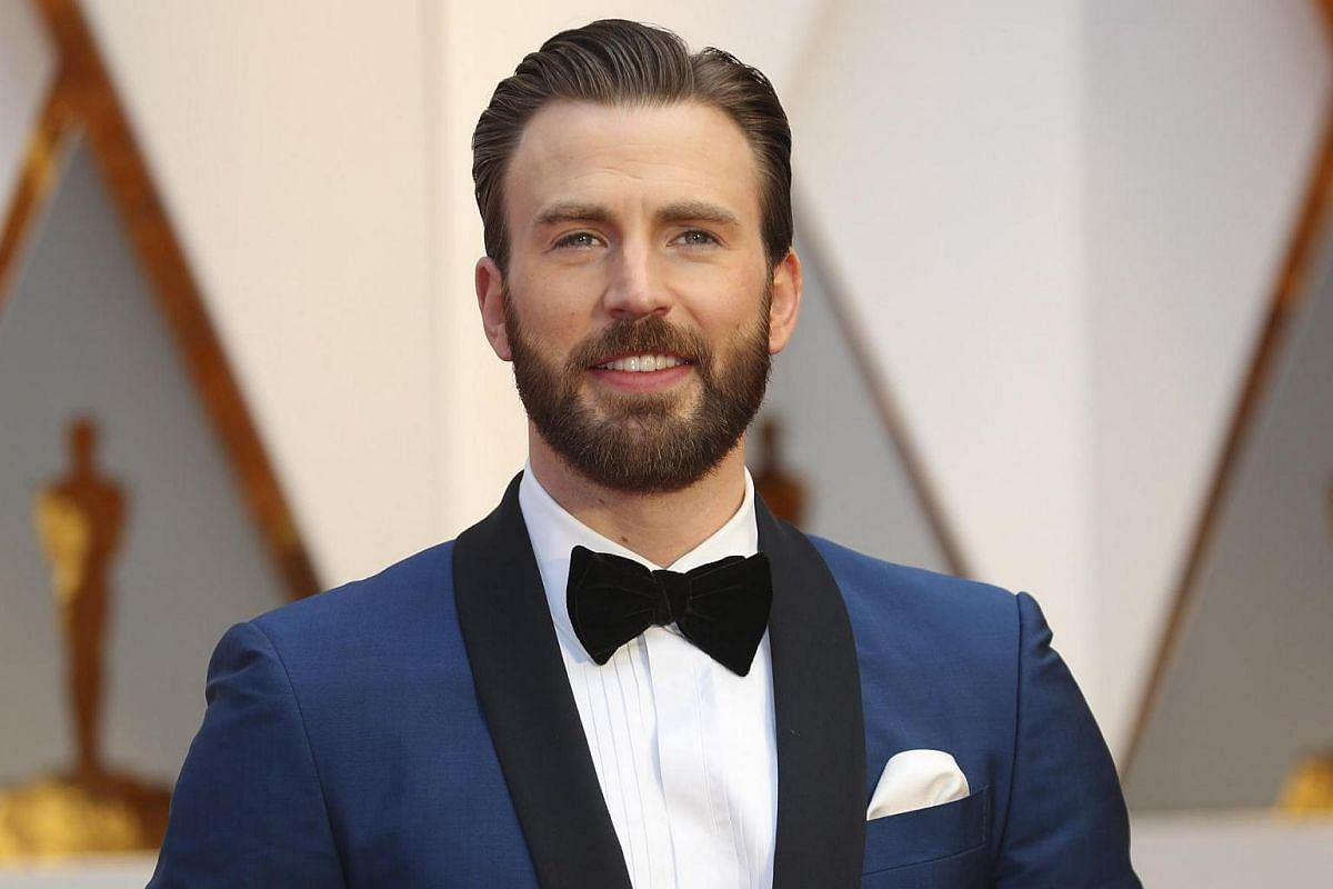 Chris Evans posing on the red carpet for the 89th Oscars, on Feb 26, 2017.