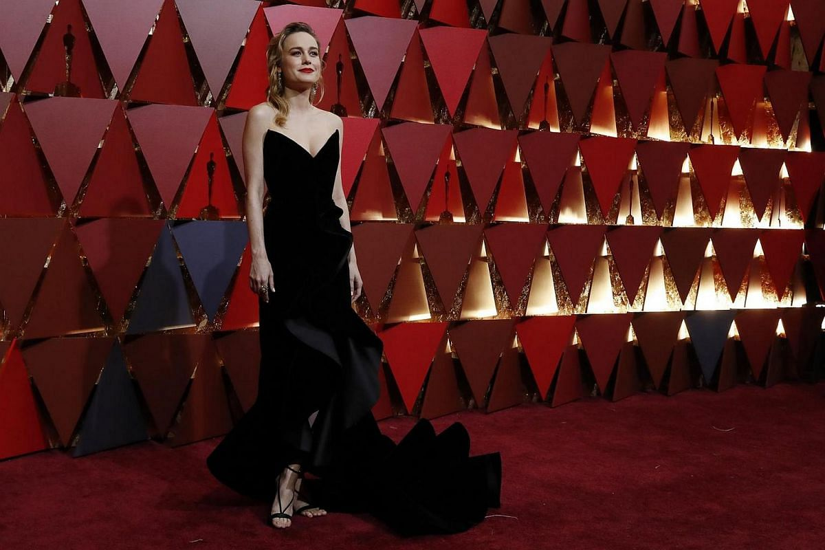 Brie Larson posing on the red carpet for the 89th Oscars, on Feb 26, 2017.