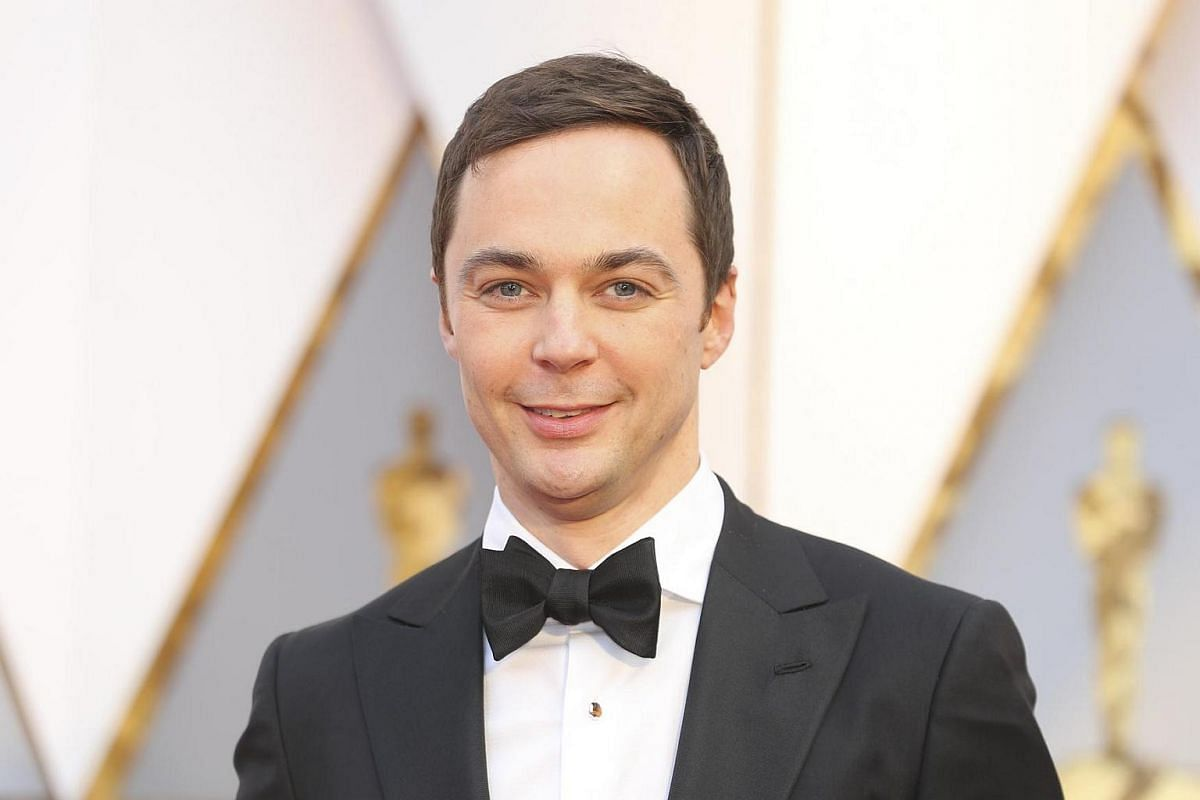 Jim Parsons posing on the red carpet for the 89th Oscars, on Feb 26, 2017.
