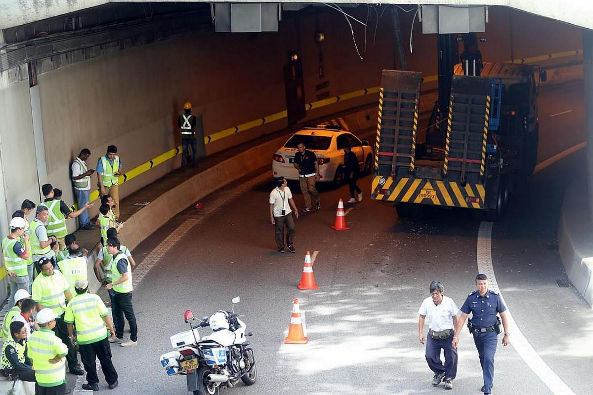 A crane boom strikes the ceiling of the Central Expressway tunnel on Dec 5, 2016 causing the entrance of the tunnel towards the Seletar Expressway (SLE) to be closed off.