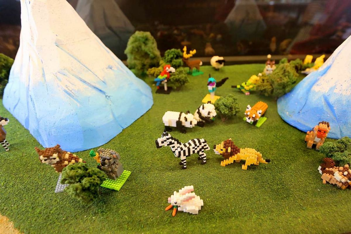 A nanoblock display depicting zoo animals at a nanoblock pop-up museum at T3 in Changi Airport.
