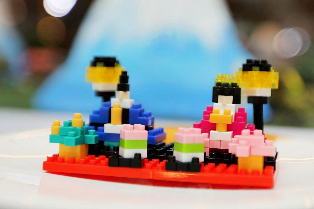 A nanoblock model of a Hina doll, which is used to celebrate the Japanese doll festival Hinamatsuri on March 3. It is made up of 130 pieces.