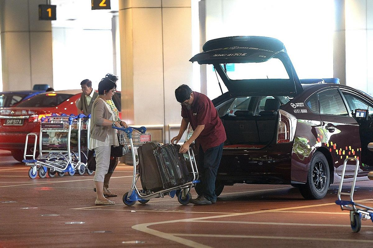 Opinions are divided as to whether taxi drivers should help their passengers with luggage.