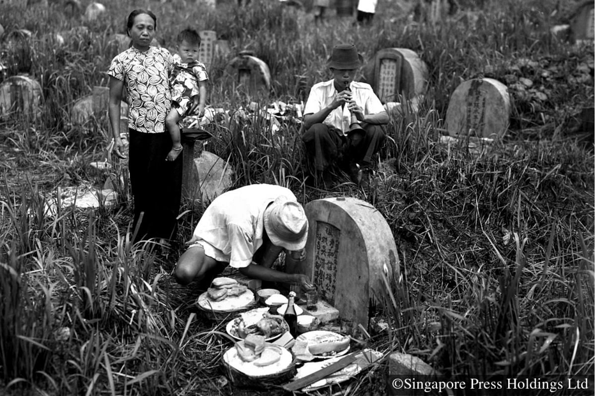 1951: The annual Tomb Sweeping Festival is a time when Chinese families visit their ancestors' graves to pay their respect. They show their love and filial piety for the deceased with offerings of food and wine and by tending to the gravestones. Some