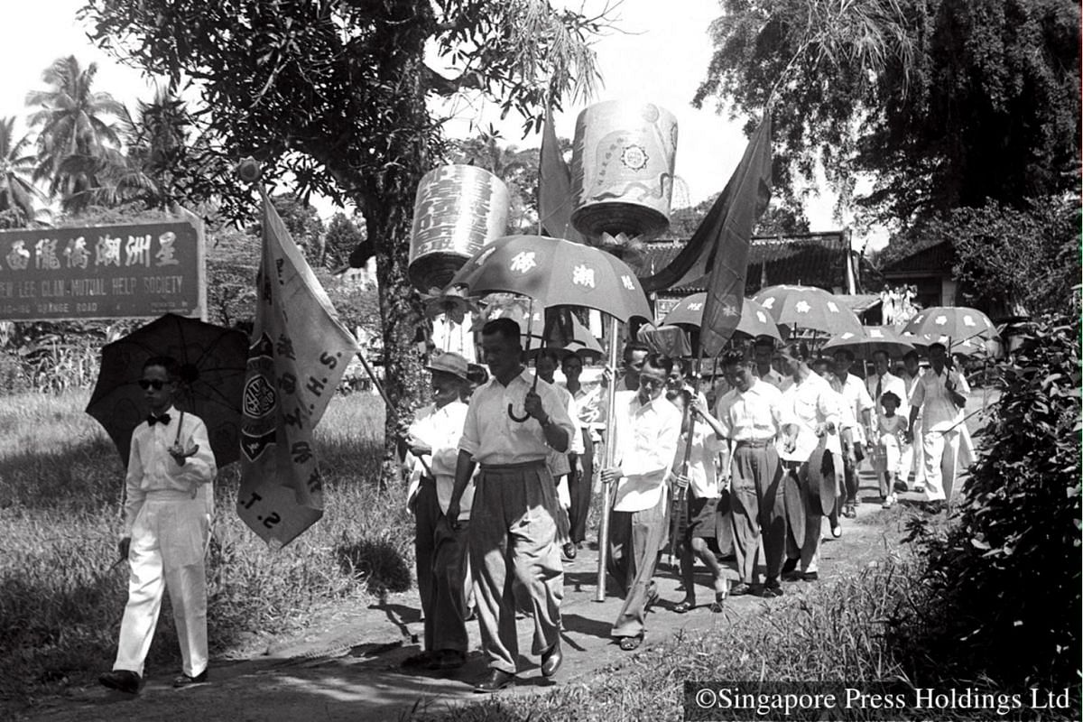 1953: The Singapore Teochew Lee Clan Mutual Help Society during an annual clan ceremony to honour revered ancestors. Such events are common in the calendar of clan associations.