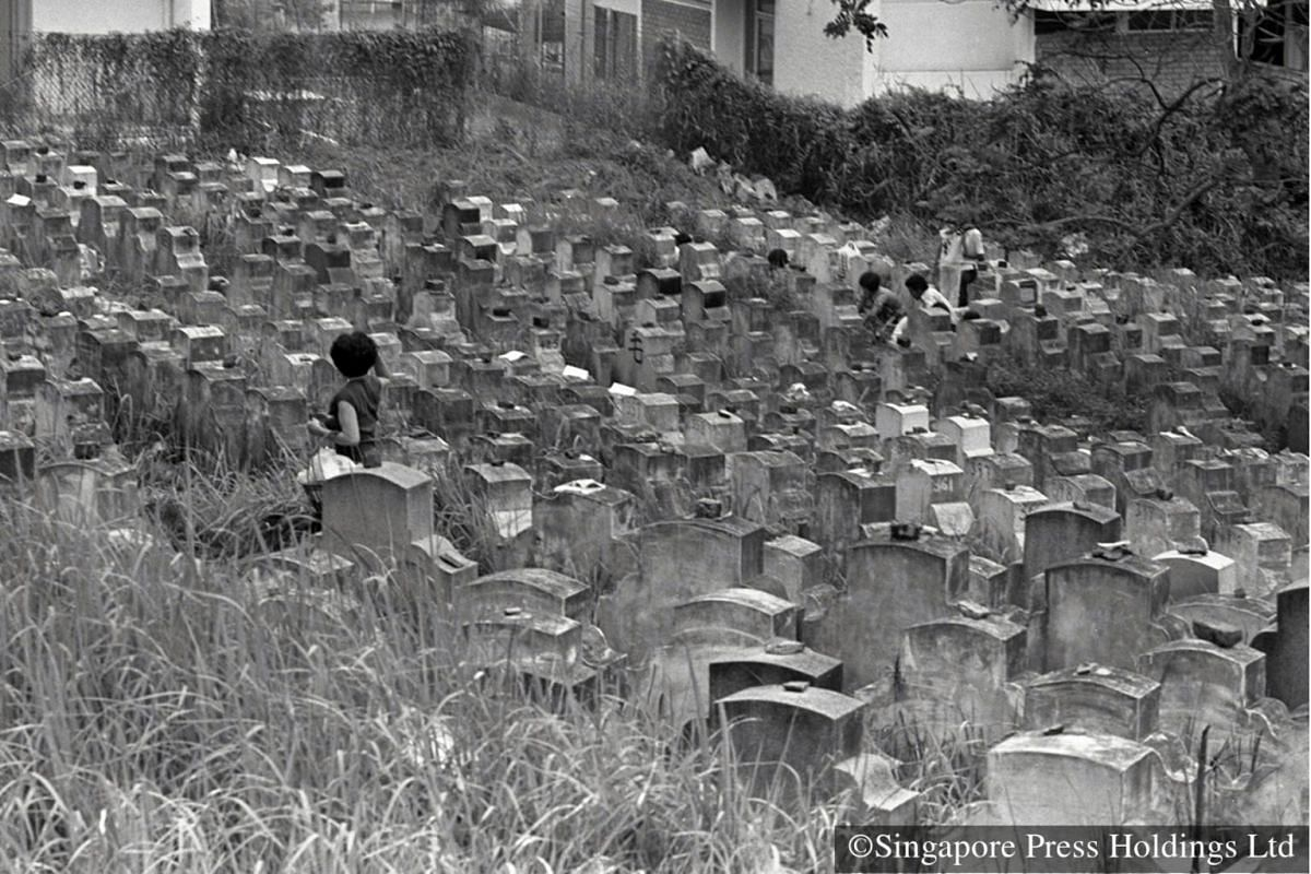 1980: The Peck San Theng cemetery was established in 1870 by the Cantonese and Hakka. People set up their homes in a kampong nearby which came to be known as Kampong San Theng. In the late 70s to mid-80s, villagers were resettled to nearby housing fl