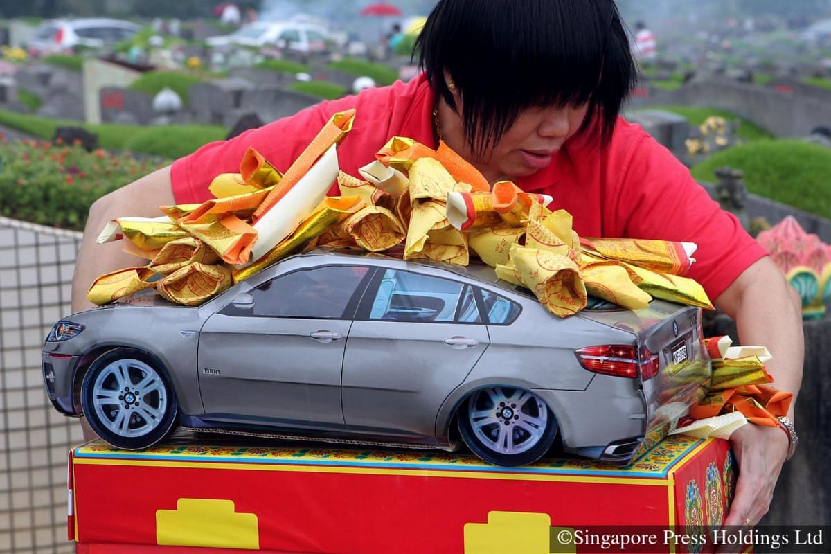 2012: It is common for families to spend a couple of hundred dollars on Qing Ming offerings.