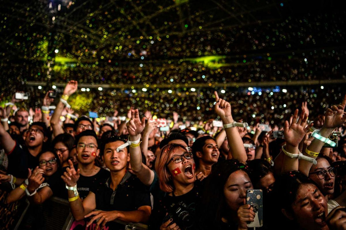 Members of the audience react during Coldplay's performance at The National Stadium on March 31, 2017.