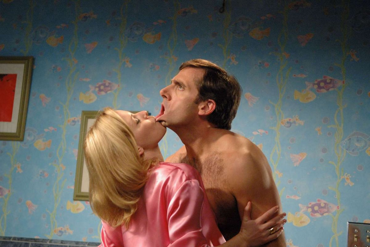 Steve Carell and Elizabeth Banks in The 40-Year-Old Virgin.