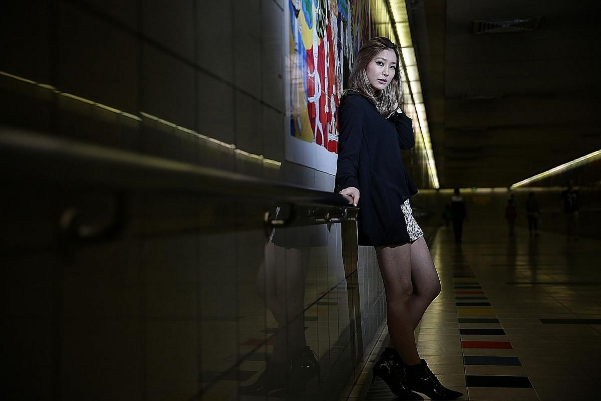 Ferlyn Wong, who performs as Ferlyn G, left girl group SKarf to pursue a solo career in 2014.