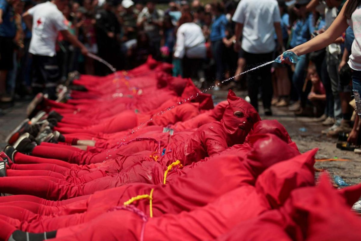 An actor dressed as a demon participates a ceremony known as Los Talciguines, as part of religious activities to mark the start of Holy Week in Texistepeque, El Salvador, April 10, 2017. PHOTO: REUTERS