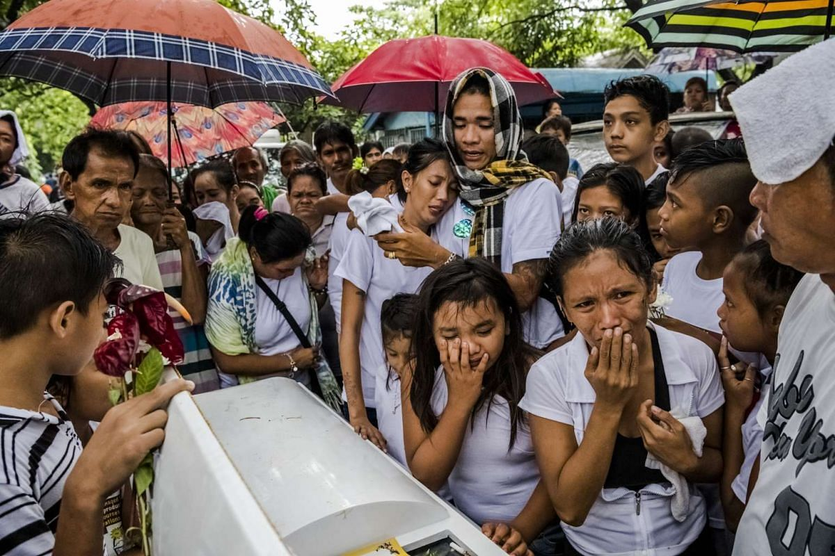 Family and friends attending the funeral of Joselito Jumaquio in Manila, Philippines, on Oct 12, 2016.