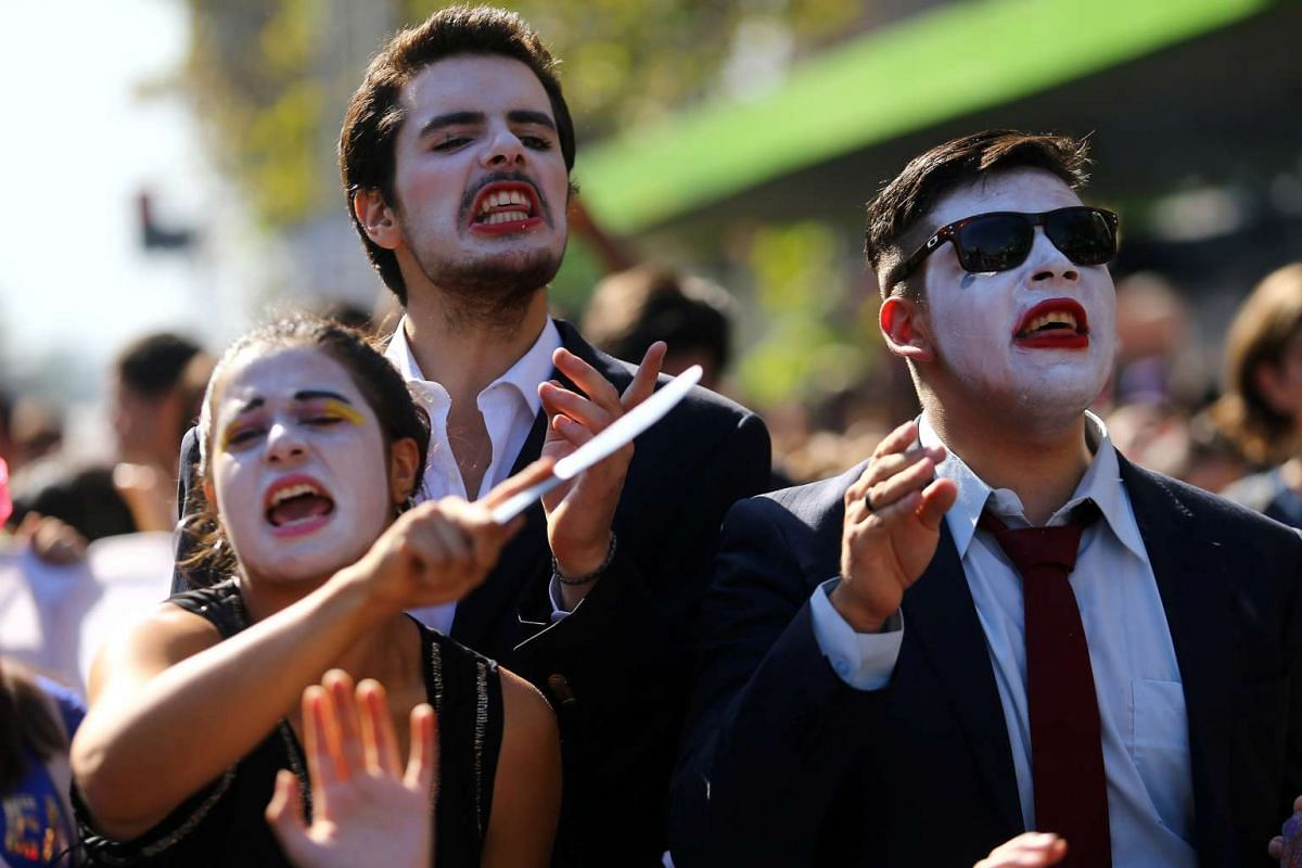 Demonstrators shout slogans during a protest calling for changes in the education system in Santiago, Chile April 11, 2017. PHOTO: REUTERS