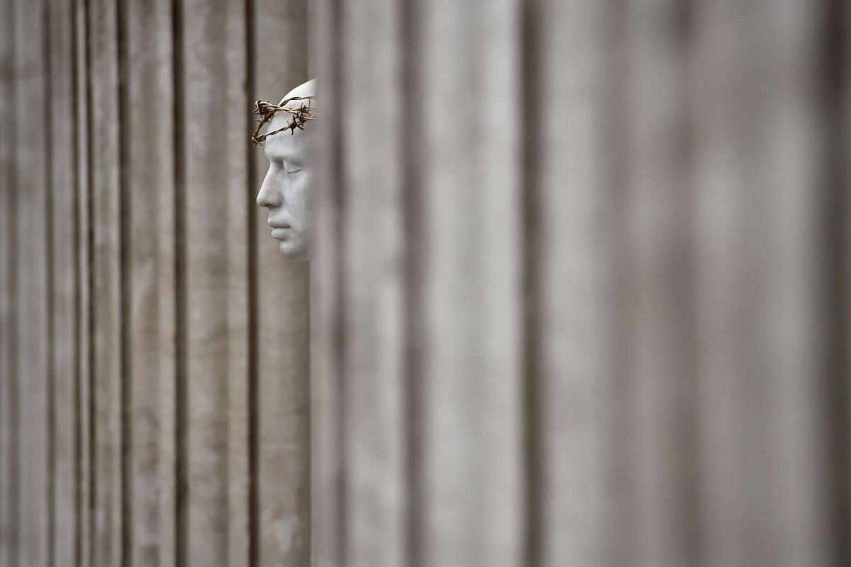 The 'Ecce Homo' statue by artist British Mark Wallinger stands outside St Paul's Cathedral in London, Britain, April 12, 2017. PHOTO: REUTERS