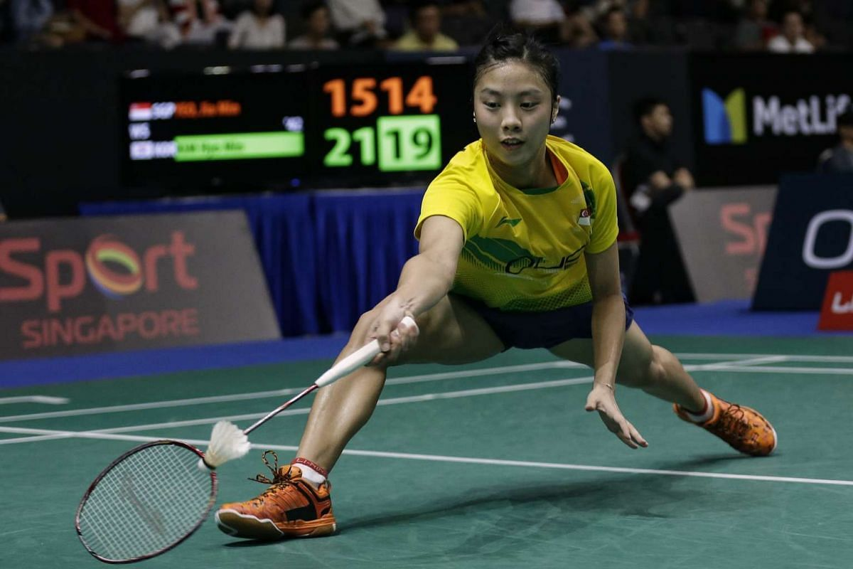 Singapore's Yeo Jia Min in action against Korea's Kim Hyo Min in the women's singles during day 2 of the OUE Singapore Open at Singapore Indoor Stadium on April 12, 2017. Jia Min lost 15-31, 17-21. PHOTO: STRAITS TIMES/KEVIN LIM