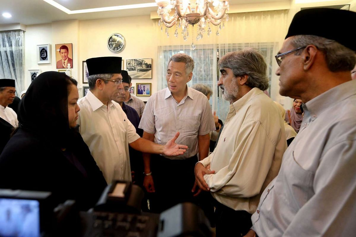 (From left) Mr Othman Wok's daughter Diana, Dr Yaacob Ibrahim, Mr Othman's son-in-law Mohd Nazree Basir, Prime Minister Lee Hsien Loong, and Mr Othman's son-in-law Munir Shah at the late Mr Othman's residence, April 17, 2017. Mr Othman, a membe