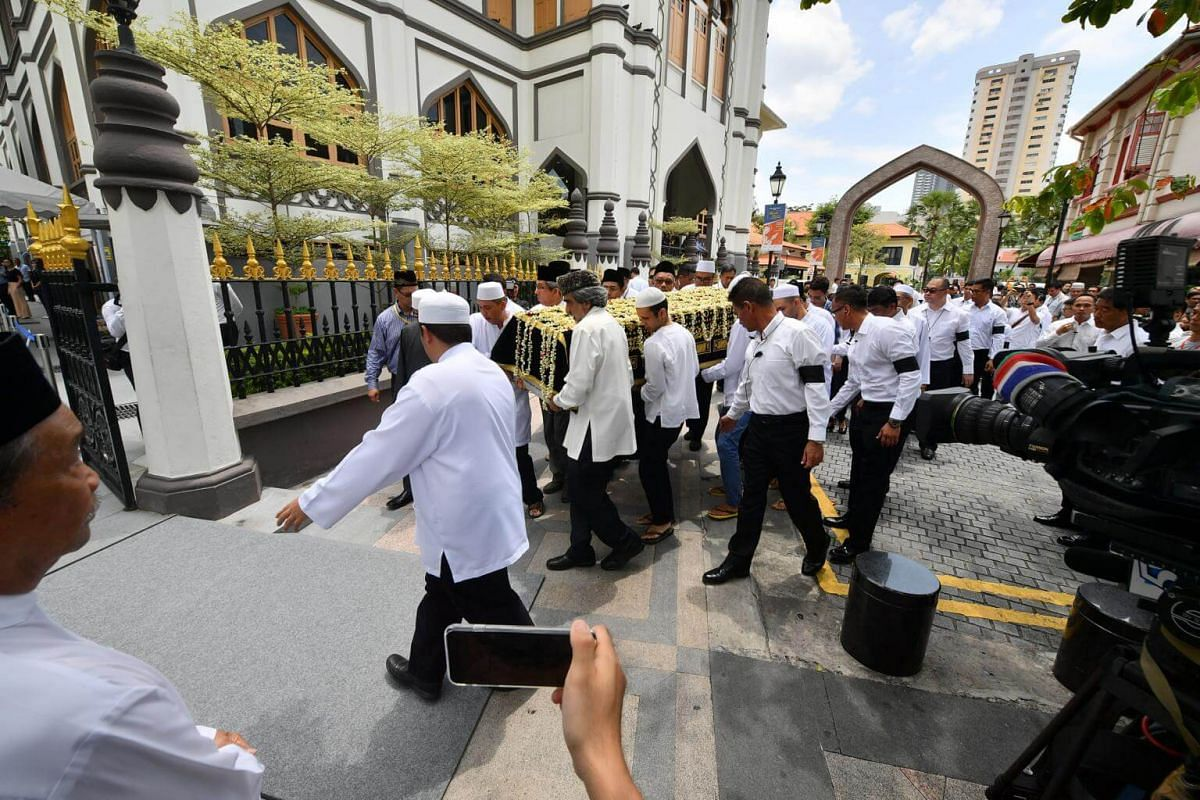 The arrival of Mr Othman Wok's casket at Sultan Mosque on April 18, 2017.
