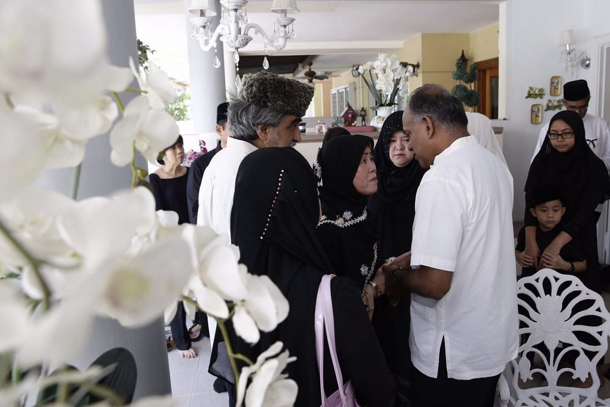 Law Minister K Shanmugam offering his sympathies to Mr Othman's widow, Lina.