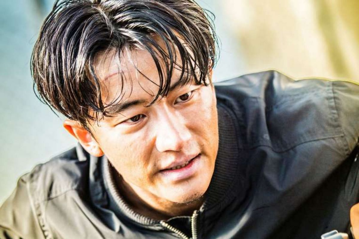In Extraordinary Mission, Huang Xuan plays an undercover supercop who wants to bring down a drug syndicate.