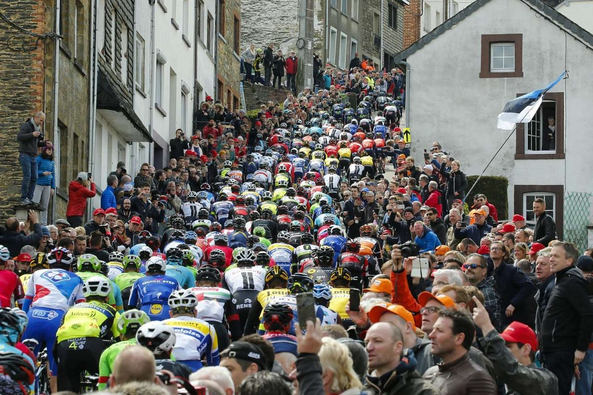 The peloton is on the way during the Liege-Bastogne-Liege cycling race in Liege, Belgium, April 23, 2017. PHOTO: EPA