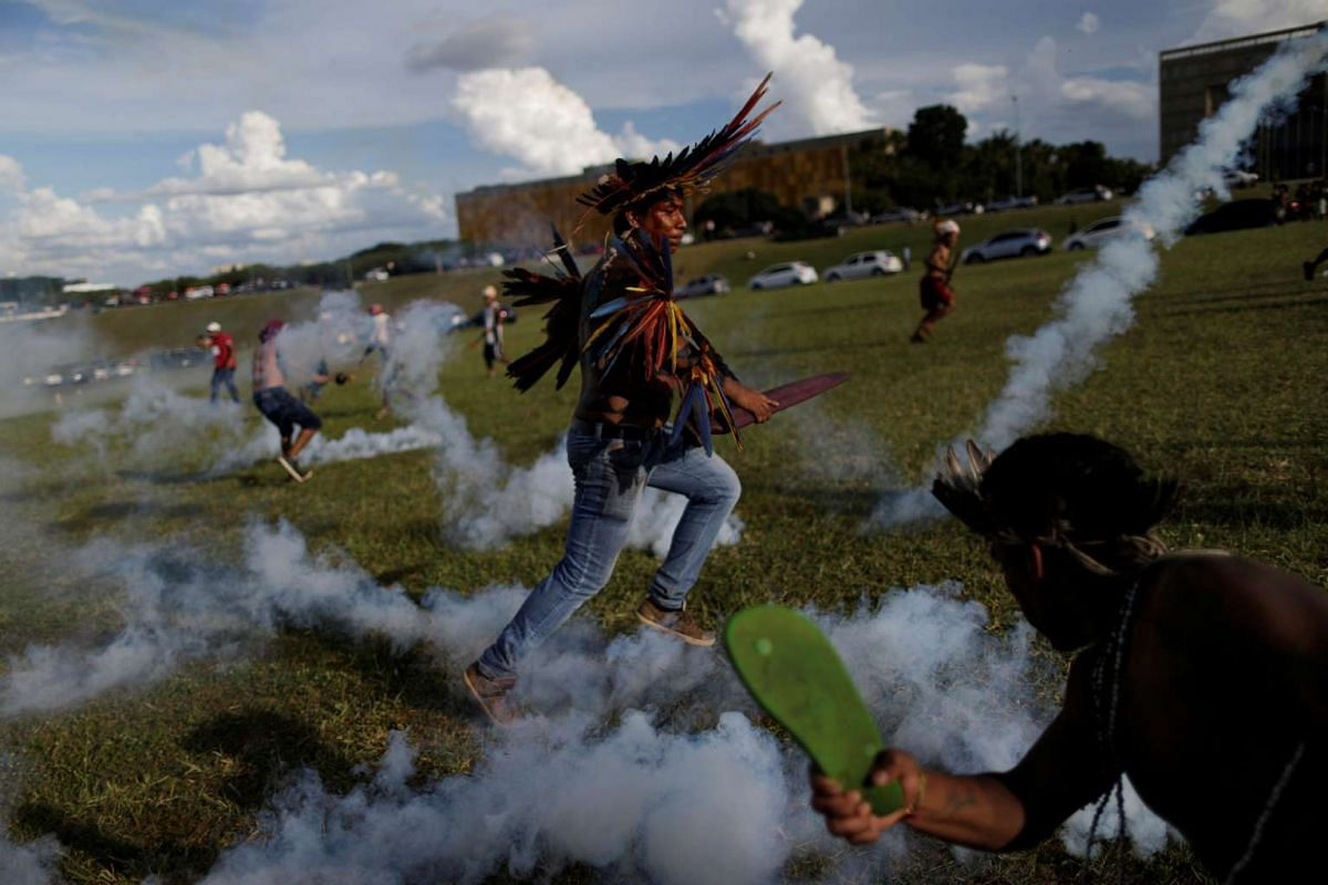 Brazilian Indians take part in a demonstration against the violation of indigenous people's rights, in Brasilia, Brazil, April 25, 2017. PHOTO: REUTERS