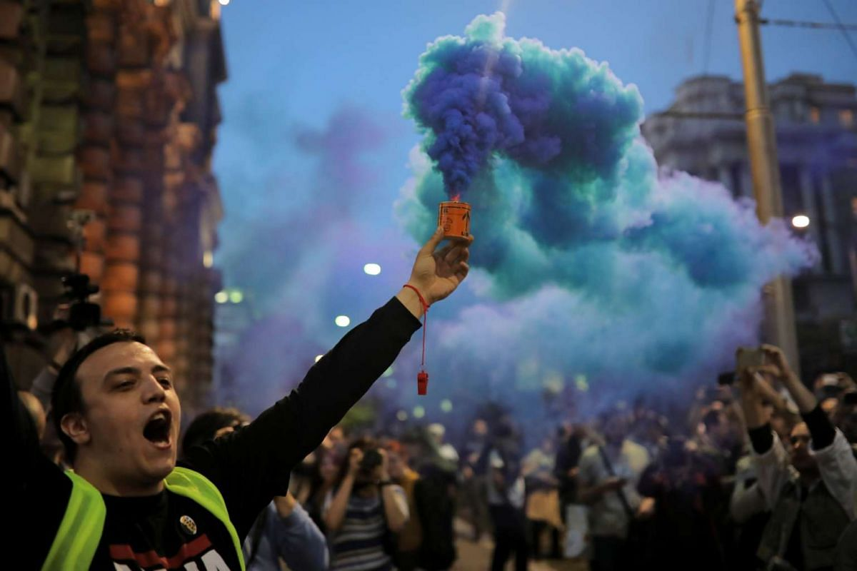 A protester lights a flare during a protest against Prime Minister Aleksandar Vucic's government in Belgrade, Serbia April 25, 2017. PHOTO: REUTERS