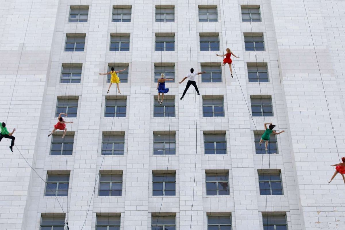 "Aerial dancers from Bandaloop perform on the side of the City Hall building during ""La La Land Day"" in Los Angeles, California, USA, April 25, 2017. The city proclaimed the day in honor of the movie La La Land which depicts iconic locations from arou"
