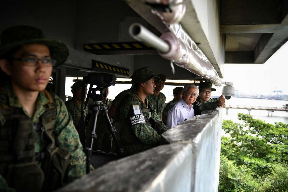 President Tony Tan Keng Yam taking a tour of the observation tower in Jurong Island on April 26, 2017 where he visited operationally ready national servicemen from the 823rd Battalion of the Singapore Infantry Regiment. PHOTO: STRAITS TIMES/ ARIFFIN