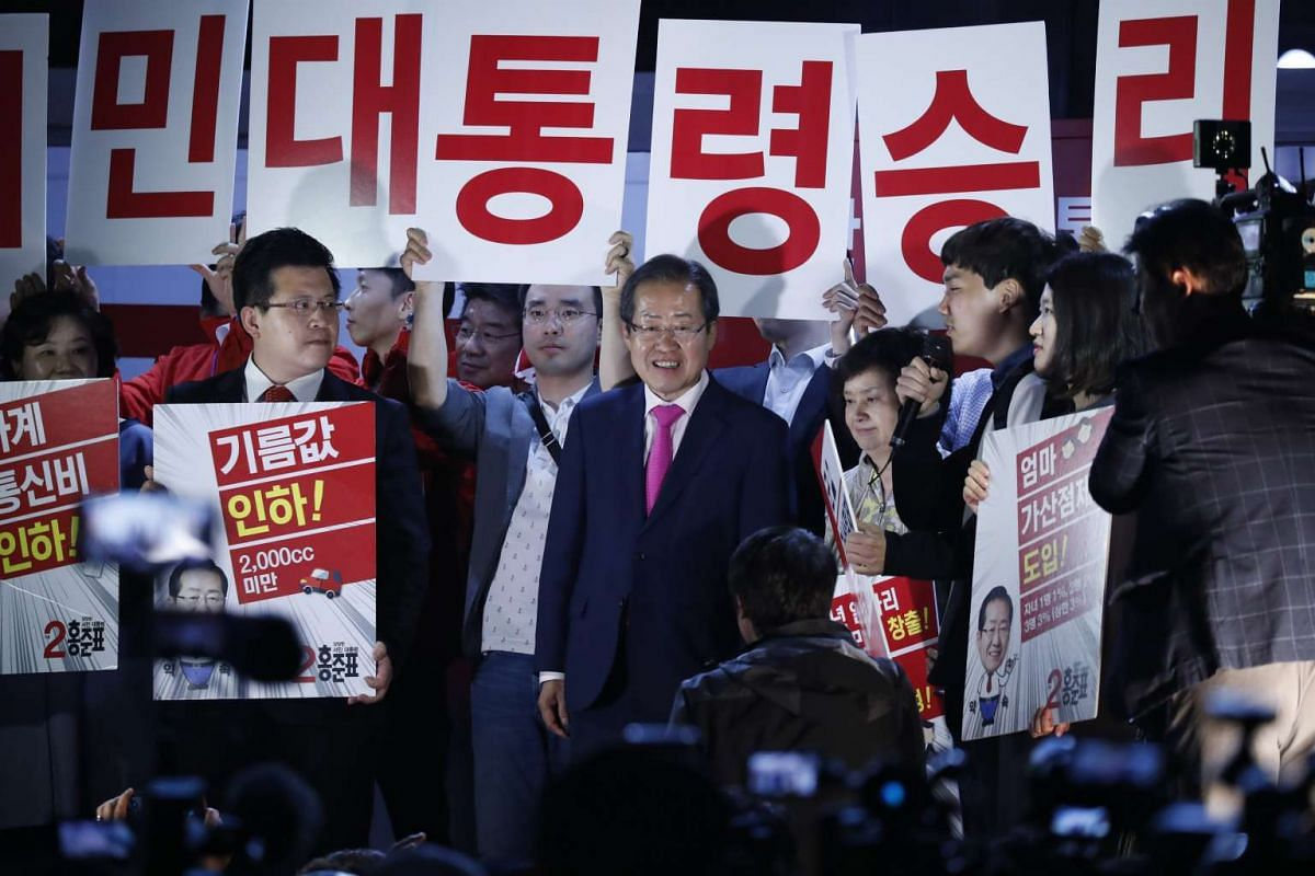 Hong Joon Pyo (centre), presidential candidate of the conservative Liberty Korea Party, greeting supporters during a campaign rally in Seoul, South Korea, on May 8, 2017.