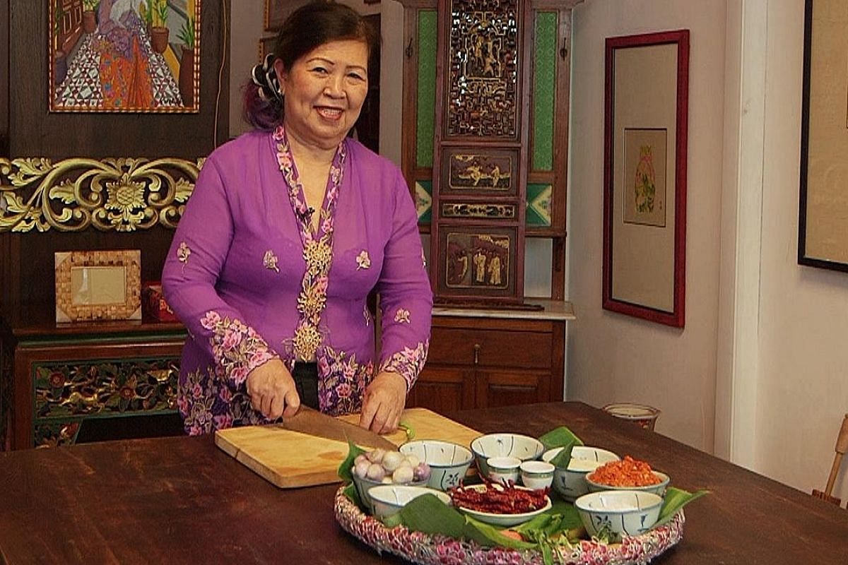 Executive sous chef Shirley Tay demonstrates the cooking of nasi ulam.