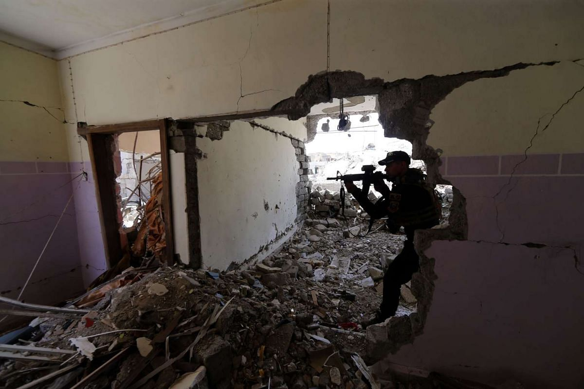 A member of the Iraqi forces guards a position in Mosul's western al-Saha neighbourhood during their ongoing battle to retake the area from Islamic State (IS) group fighters on May 28, 2017. PHOTO: AFP