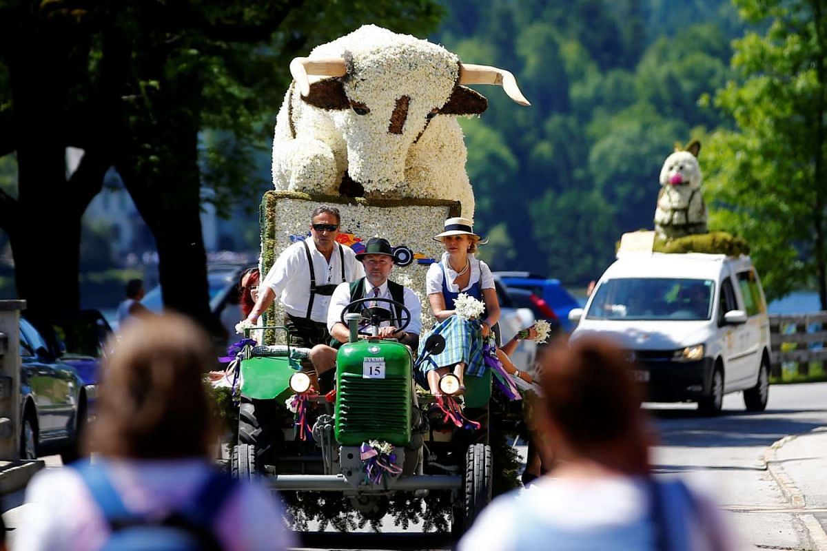 A figure made of daffodil blossoms arrives for a parade during the daffodil festival (Narzissenfest) along Grundlsee lake in Grundlsee, Austria, May 28, 2017. PHOTO: REUTERS