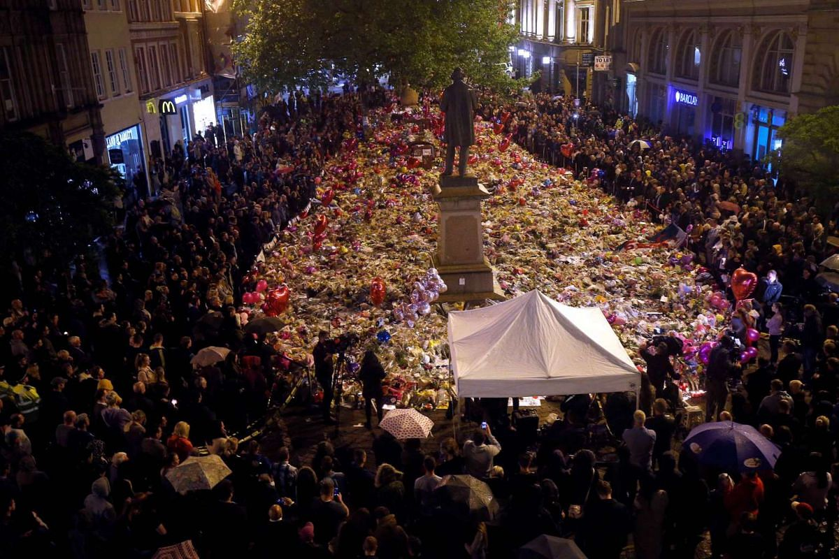 People attend a vigil for the victims of last week's attack at a pop concert at Manchester Arena, in central Manchester, Britain May 29, 2017. PHOTO: REUTERS