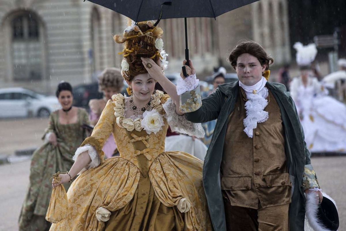 Costumed guests arrive during rainfall to a Galant Party organized to celebrate the 300 years anniversary of Peter the Great in Versailles near Paris, France, May 29, 2017. PHOTO: EPA