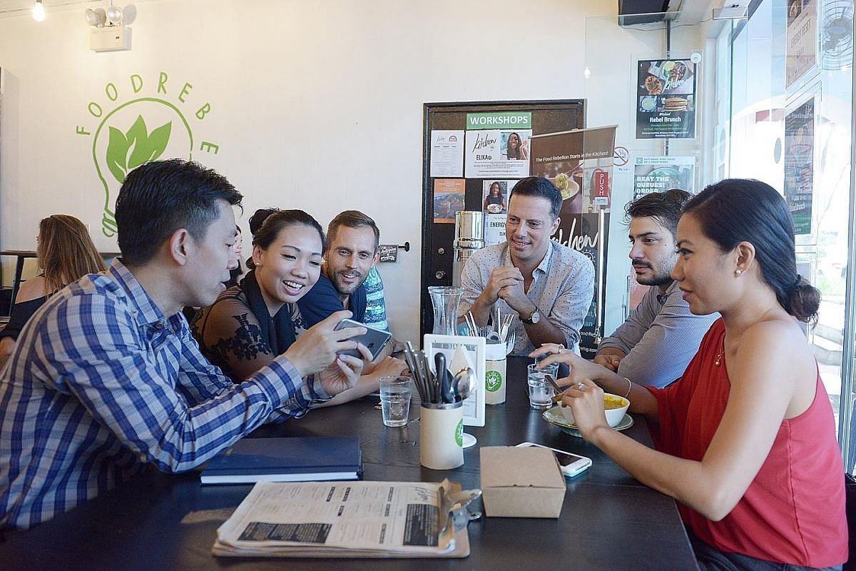 HeyMeet founder Erik Lorenz (third from right) with participants at a networking lunch at Kitchen by Food Rebel.
