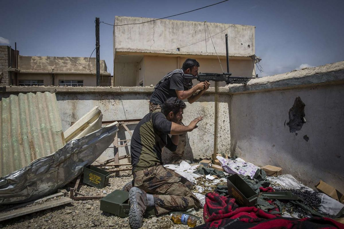 Iraqi special forces soldiers fire toward Islamic State militants in the Najar neighborhood of Mosul, Iraq on May 21, 2017.