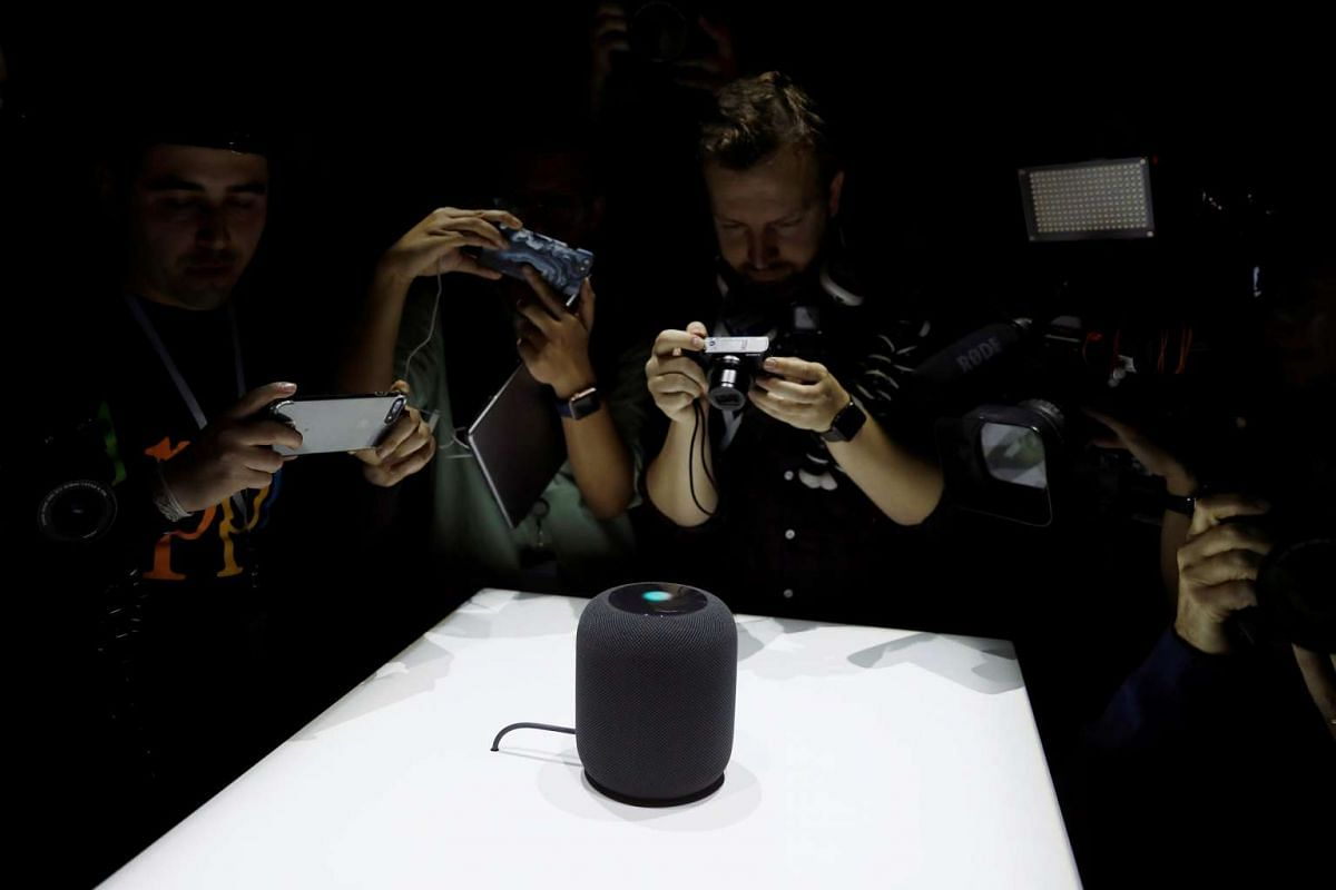 Members of the media photograph a prototype Apple HomePod during the annual Apple Worldwide Developer Conference (WWDC) in San Jose, California, U.S. June 5, 2017. PHOTO: REUTERS