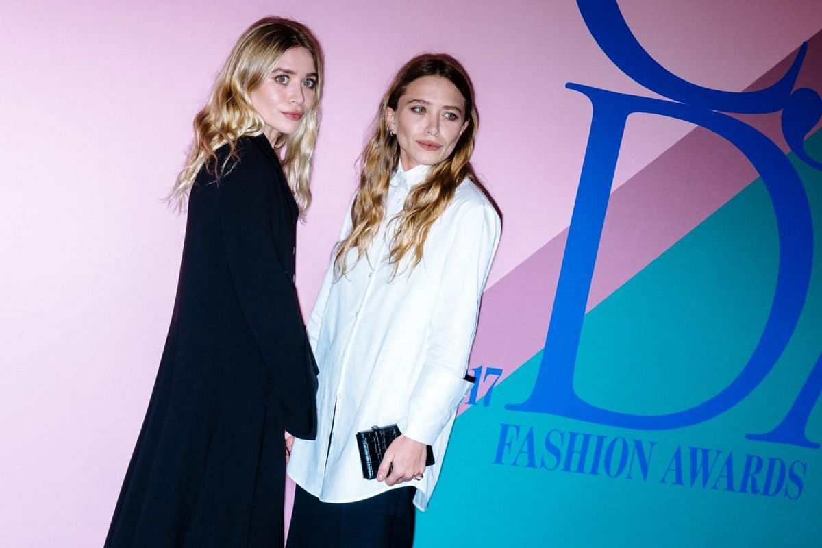 Ashley and Mary-Kate Olsen arrive for the awards.