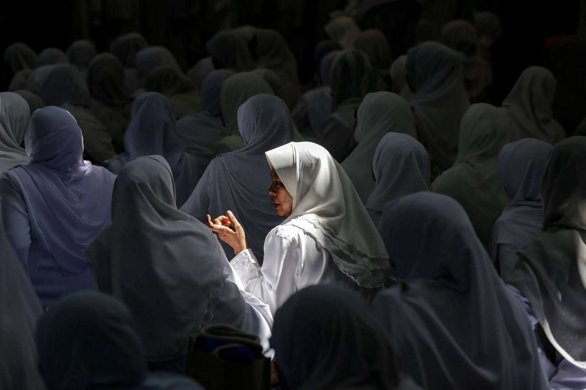 Malaysian Muslim women chats during Koran reciting programme at a mosque during the holy fasting month of Ramadan in Kuala Lumpur, Malaysia on June 11, 2017.