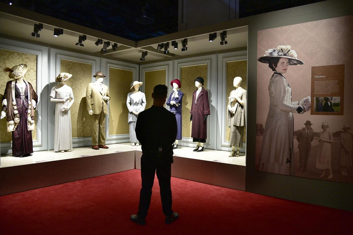 On display are more than 50 costumes worn by the cast over the six seasons, including the dazzling evening dresses worn by Lady Mary and Lady Edith.