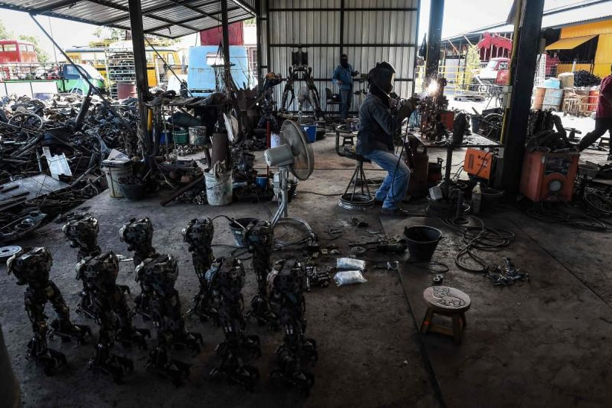 Hoping to help transform the temples of Thailand, metalworkers at Ban Hun Lek do their bit to build giant robots to woo the younger generation.
