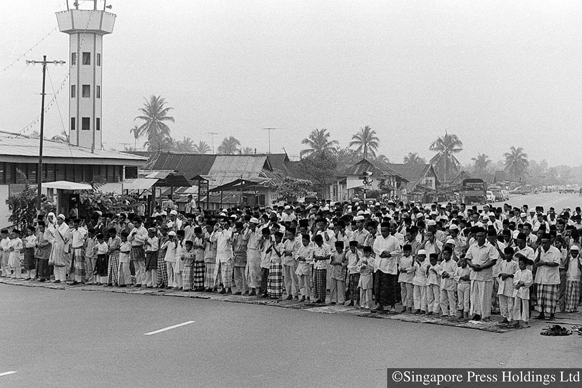 1973: Congregational prayers on the morning of Hari Raya Puasa. The crowd spilled on to the road outside the Aminah mosque at Sims Avenue as there was not enough space.