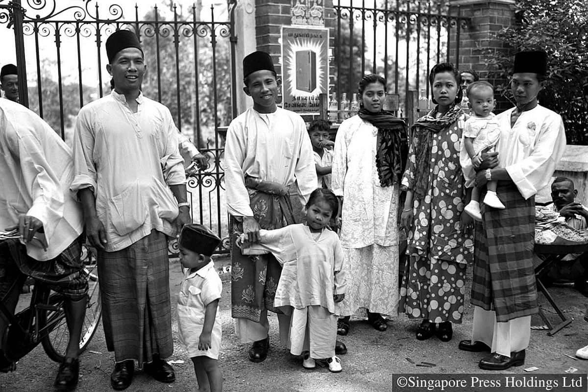 1951: A Muslim family dressed in traditional clothes visiting the Singapore Botanic Gardens on Hari Raya Puasa.