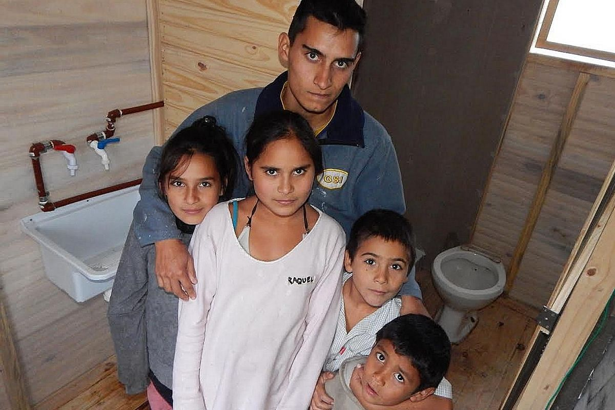 Modulo Sanitario in Argentina aims to resolve the sanitation needs of families living in informal settlements. It equips the families' kitchens with a sink and tap with hot water, and puts in bathroom units consisting of a sink, tap, shower and toile