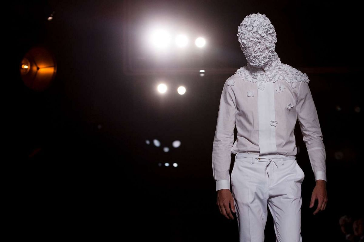 A model presents a creation by Spanish designer Antonio Miro at the 080 Barcelona Fashion Week in Barcelona on June 26, 2017. PHOTO: AFP