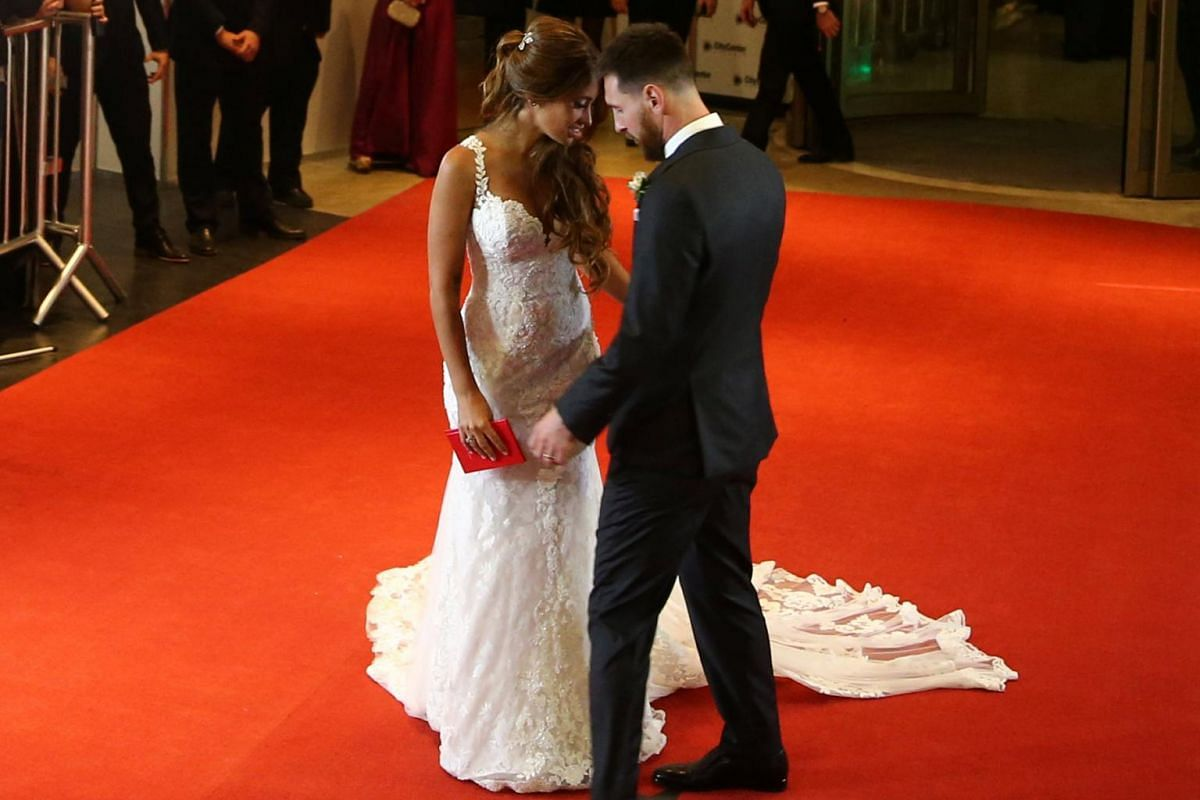Argentine soccer player Lionel Messi and his wife Antonela Roccuzzo posing at their wedding in Rosario, Argentina on June 30, 2017.