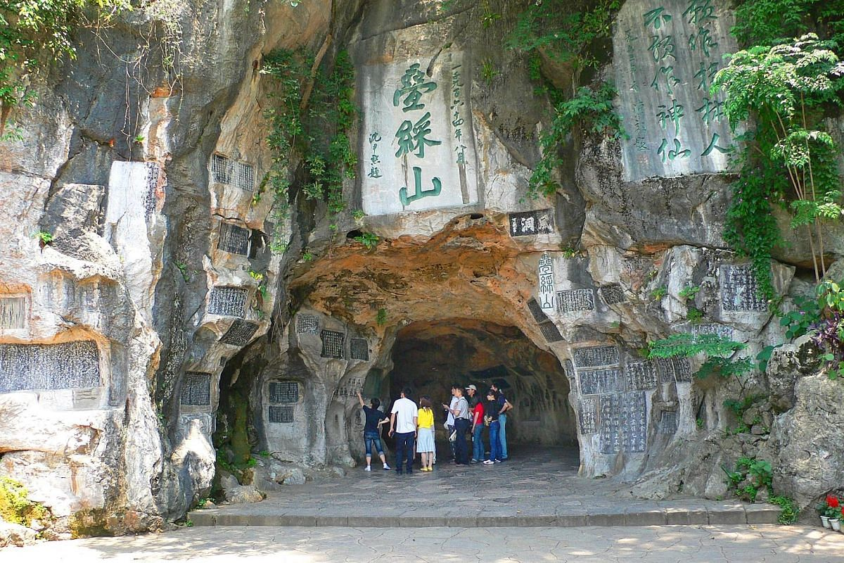 Ancient graffiti on Solitary Beauty Peak (above) in Guilin. Li River in southern China originates in Mao'er Mountains to the north of Guilin. The proboscis of Elephant Trunk Hill (above) snakes down to Li River; and the area around Yangshuo, which bo