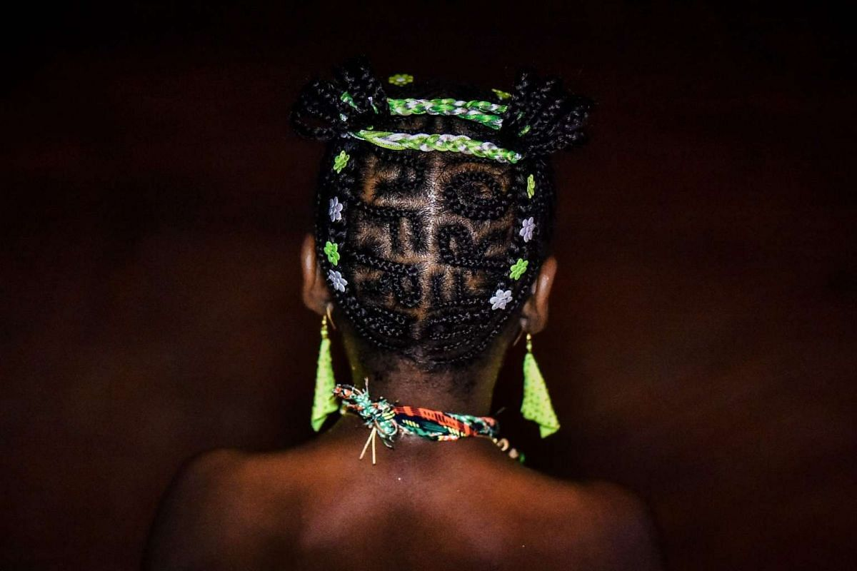 """A woman shows an Afro-Colombian hairstyle during the 13th contest of Afro hairdressers """"Tejiendo Esperanzas"""" (Weaving Hopes) in Cali, Valle del Cauca department, Colombia, on July 2, 2017. The contest seeks to revive African customs, identity and cu"""