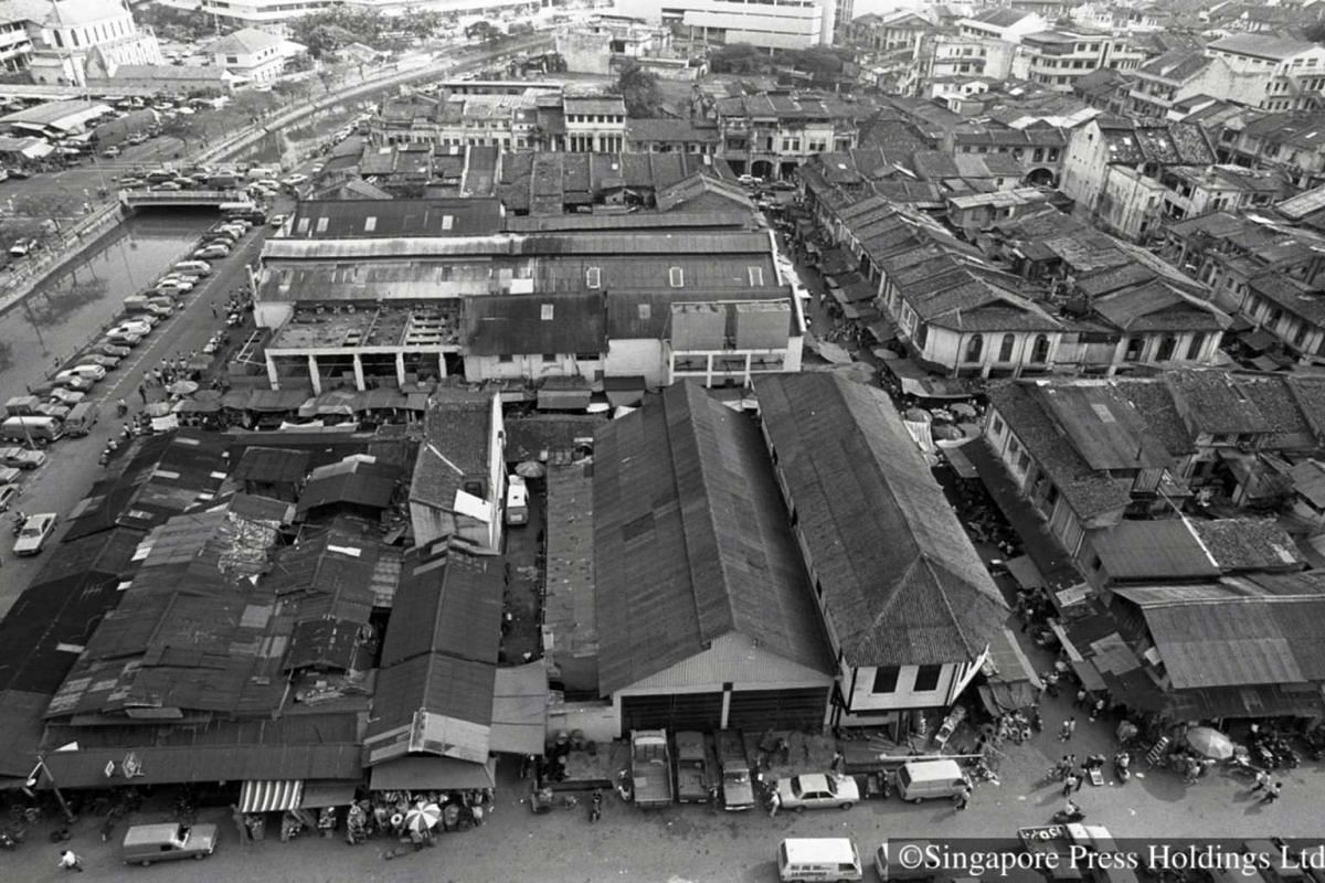 1982: An aerial view of the Sungei Road Thieves Market and shophouses in the surrounding areas.