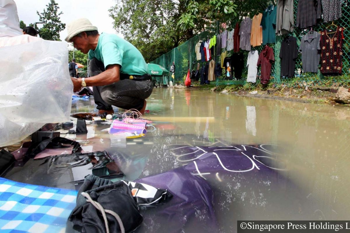 2008: Come rain, vendors pack up and vanish as fast as they appear. Those who fail to be quick risk losing their goods when flood water turn Sungei Road into a real sungei (river in Malay).